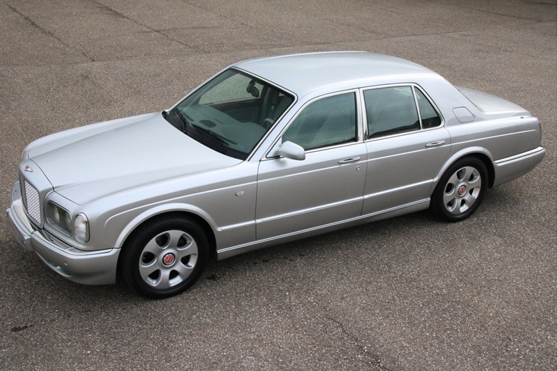 For sale: Bentley Arnage Red Label '00 83.000km €42.950,-
