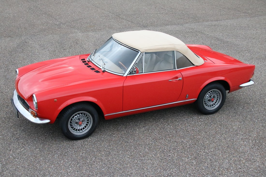For sale: Fiat 124 Spider beautifully restored '73 €24.950,-