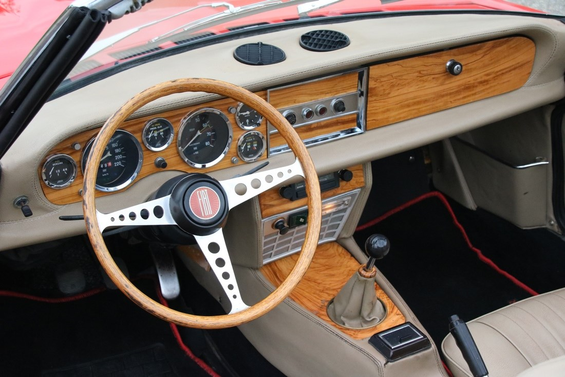 Interieur Fiat 124 Spider beautifully restored '73 €24.950,-