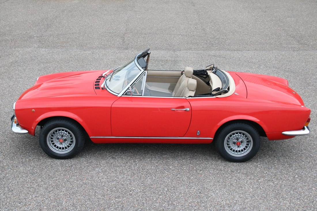 Exterieur Fiat 124 Spider beautifully restored '73 €24.950,-