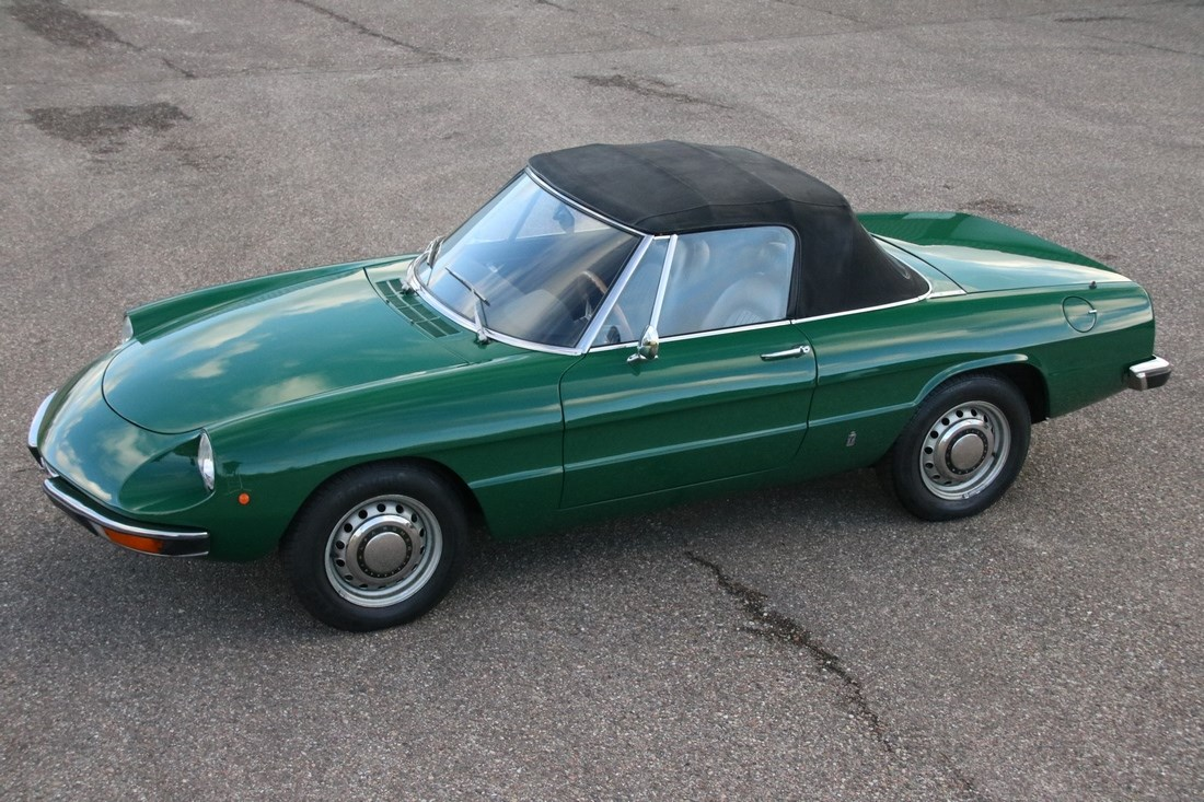For sale: Alfa Romeo Spider 1300 professionally restored '74 €29.950,-