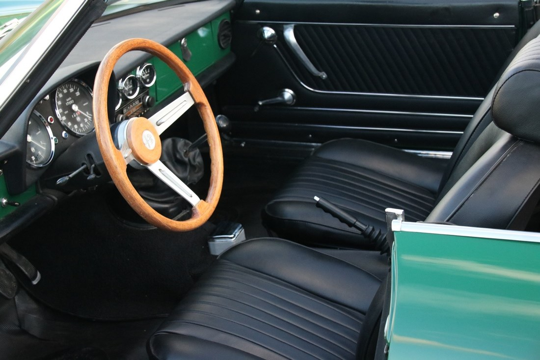 Interieur Alfa Romeo Spider 1300 professionally restored '74 €29.950,-