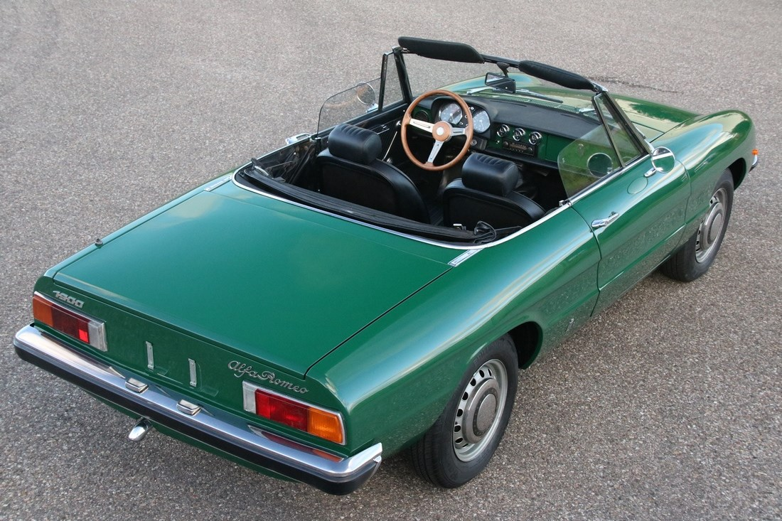 Exterieur Alfa Romeo Spider 1300 professionally restored '74 €29.950,-