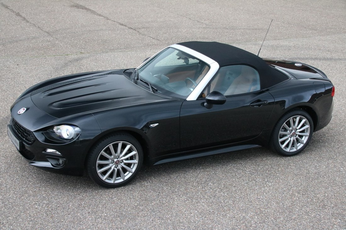 For sale: Fiat 124 Spider Lusso 1.4 Turbo Multi-Air '17 14.000km €24.950,-,- (VAT car)