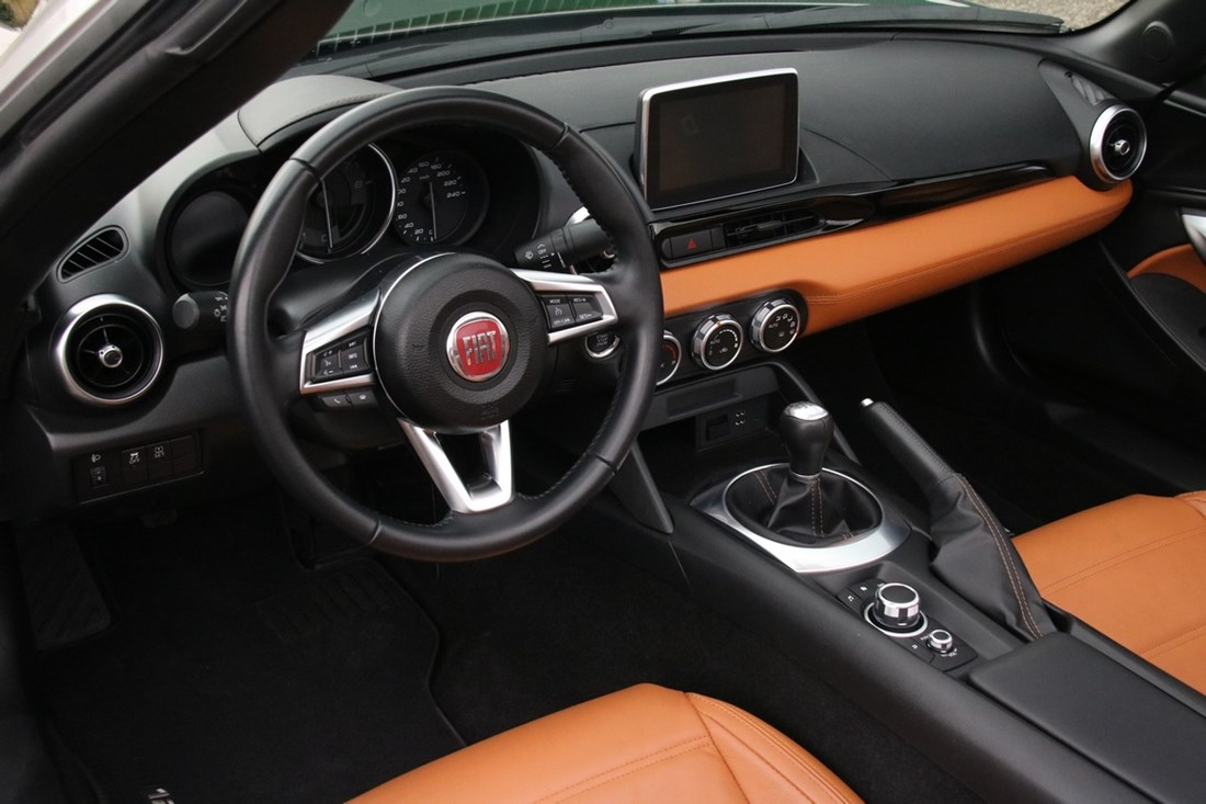 Interieur Fiat 124 Spider Lusso 1.4 Turbo Multi-Air '17 14.000km €27.950,-