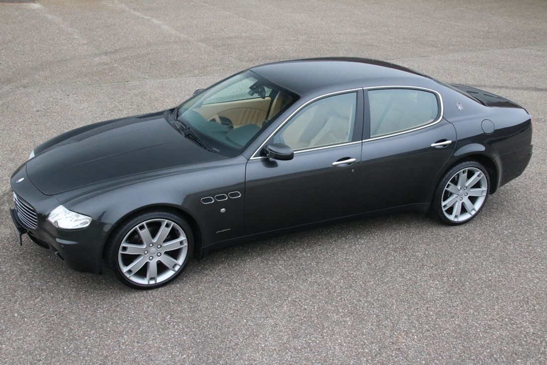 For sale: Maserati Quattroporte fully-automatic '07 76000km € 25.950,-