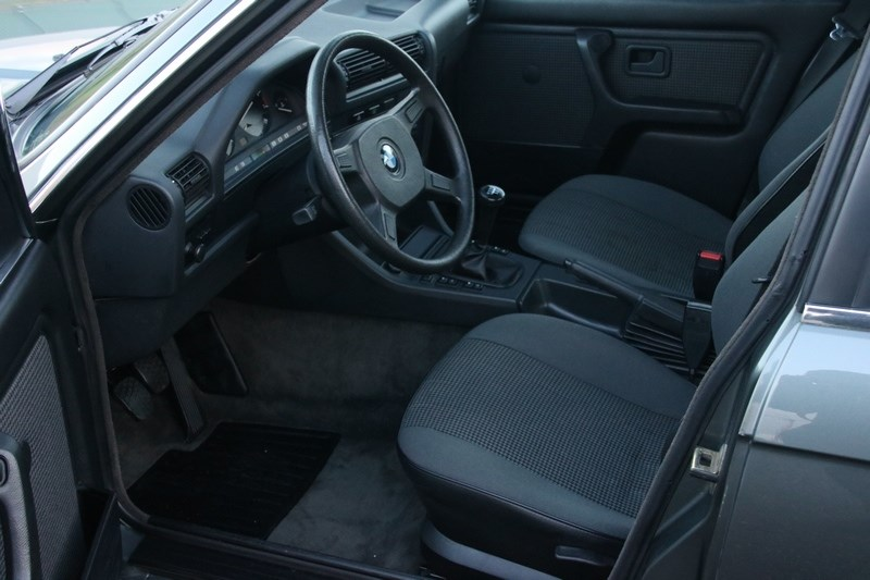 Interieur BMW 320i Sedan manual '85 77.000km